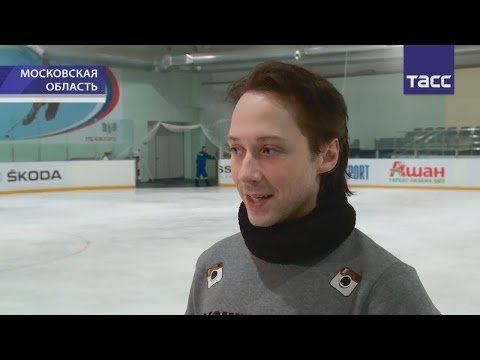 Russian TV news:Johnny Weir and others about Plushenko's