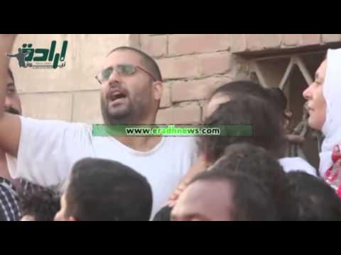 علاء عبدالفتاح : والدي مات شهيد والجميع يعلم من قتله