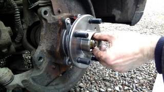 Land Rover Discovery 2 TD5 and V8 - Hub Bearing, Brake Discs & Pads Replacement - Part Two