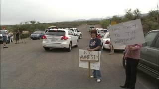 Protesters attempting to block illegal immigrant van going to Arizona detention center