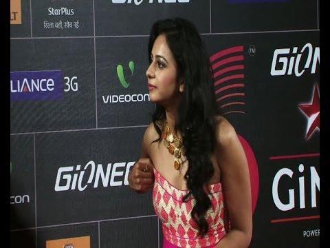 Yaariyan actress suffers wardrobe malfunction at GiMA