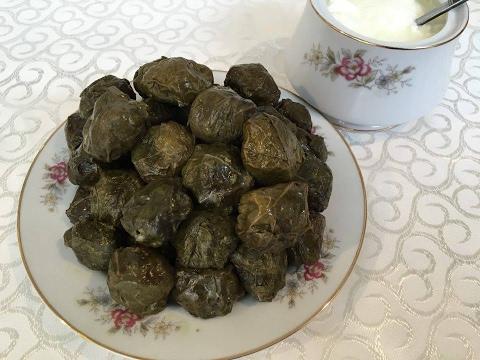 Çox dadlı yarpaq dolması. Azərbaycan mətbəxi.  Долма из виноградных листьев