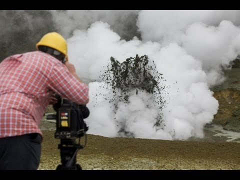Incredible, spectacular mud explosions on White Island Volcano    NZ