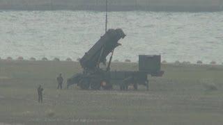 埋め立て地に発射機設置
