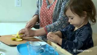Làm nước chanh (bé 1 – 2 tuổi) - babystep.tv
