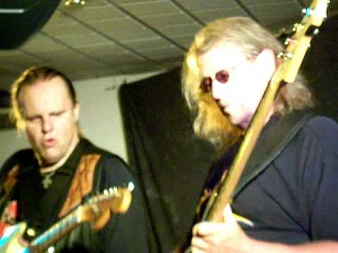 Walter Trout Band - at The Beaverwood Club, Chislehurst, Kent 20.06.2011