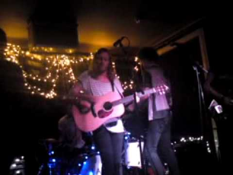 I Am Arrows - Green Grass (Live at the Old Blue Last 8th July 2010)