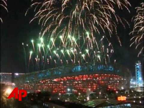Raw Video: Olympic Fireworks Light Beijing