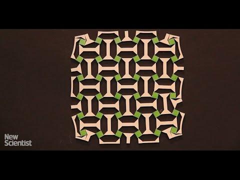 ゴムの板を伸ばすと幾何学模様が広がる素材
