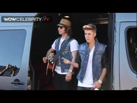 Justin Bieber surprise street performance for fans leaving  Tonight show with Jay Leno