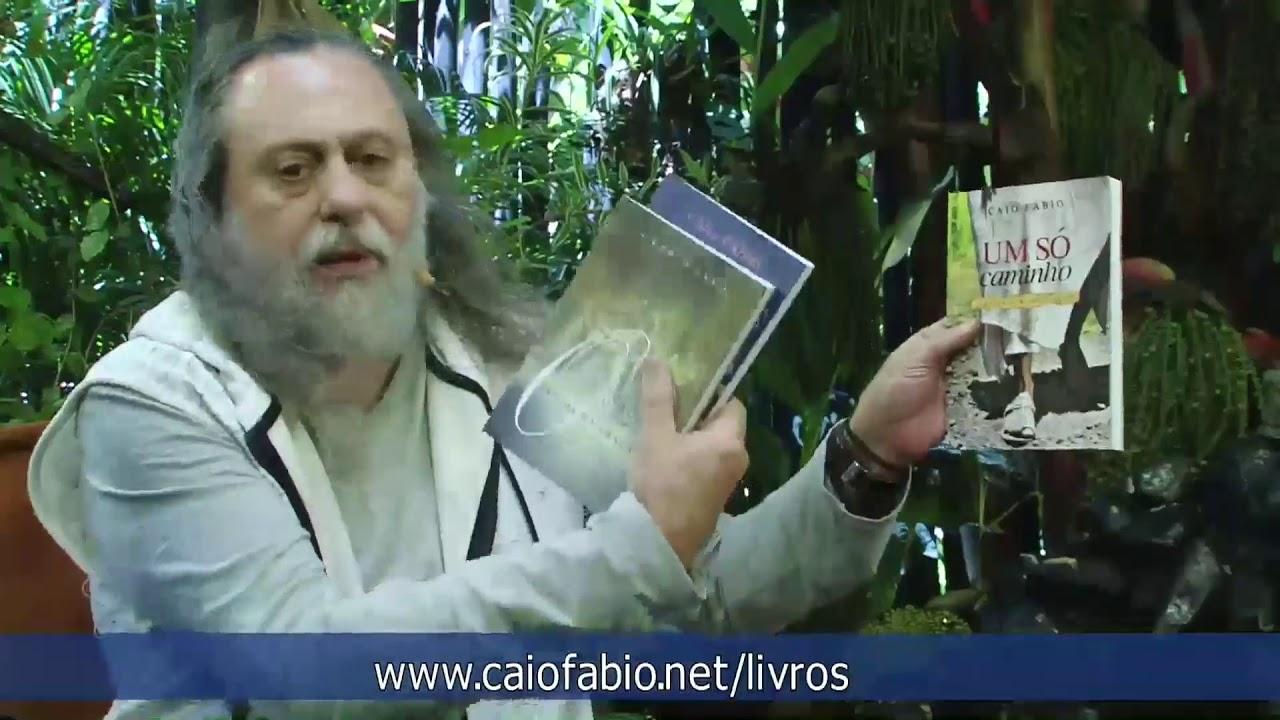 """Caio explica o vínculo dos livros """"Enigma da Graça"""",  """"Sem Barganhas com Deus"""", e  """"Um só Caminho""""."""