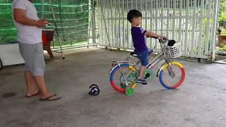 Bé Tin Thử Chơi Xe Điều Khiển Nhún Nhảy Vượt Địa Hình RH803 Quá Vui | Kids Toy Media