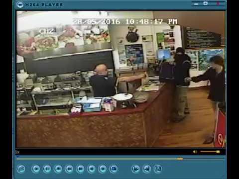 Ignoró a un ladrón que entró a su local para robarle y lo hizo fracasar en su intento