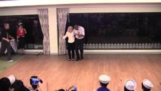90-ամյա կինը պարում է երիտասարդ աղջկա թեթևությամբ