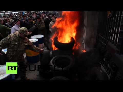 Ukraine: Tyres BURN as Aidar battalion protests disbandment in Kiev