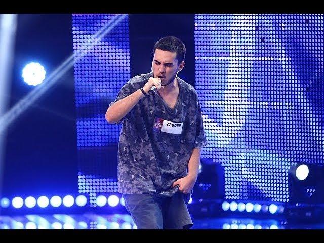 Florian Vasile cântă o compoziţie proprie de rap, pe scena de la X Factor