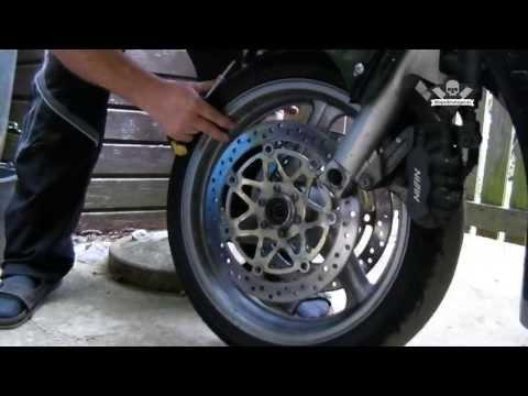 Ausbau des Vorderrades Honda CBR 1100 XX Super Blackbird