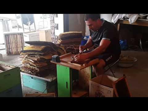 Как правильно снимать сушь с пчелиных рамок.