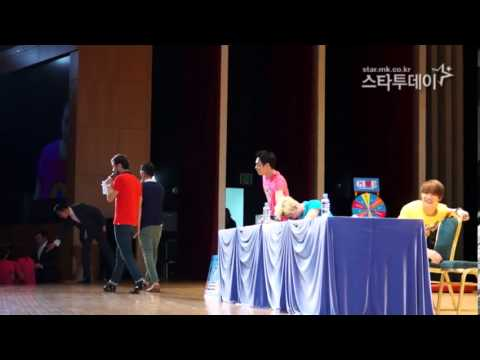 Jaejoong, Yoochun, and Junsu (JYJ) Fanmeeting NII Kiss a fan's hand and Hug