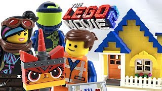The LEGO Movie 2 Emmet's Dream House / Rescue Rocket review! 2019 set 70831!