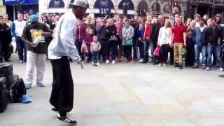 London, Piccadilly Circus. Street Dancer