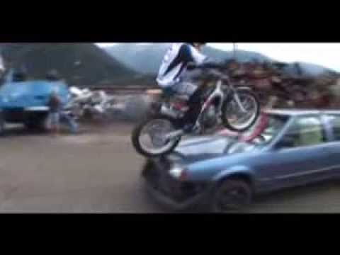 Chris Pfeiffer (4)   -   Motorrad Stunt Video ...............Oeni