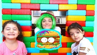 ACEMİ HAMBURGERCİ, ELİF ÖYKÜ VE MASALI ÇOK GÜLDÜRDÜ - Beginner Hamburger fun kid videos