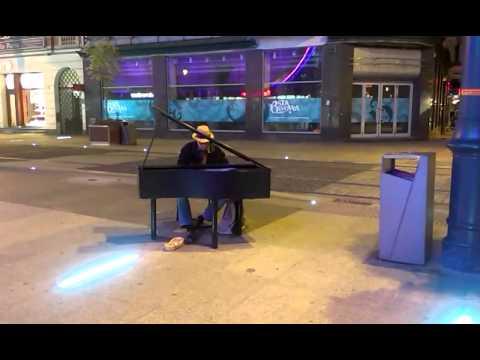 Uliczny Pianista W Katowicach