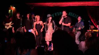 David Duchovny, Gillian Anderson, and Madeleine Martin singing