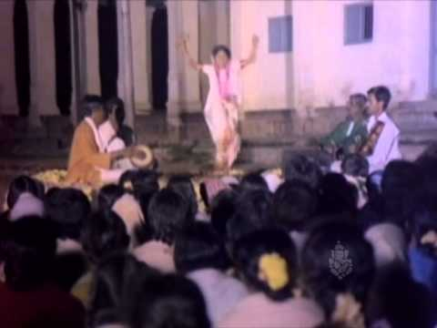 Watch Shubha Pradayani - Bettada Thayi - Kannada Srnivas Songs