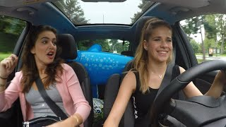 Girltalk in de auto met Laura en Olga! | 2 Meisjes