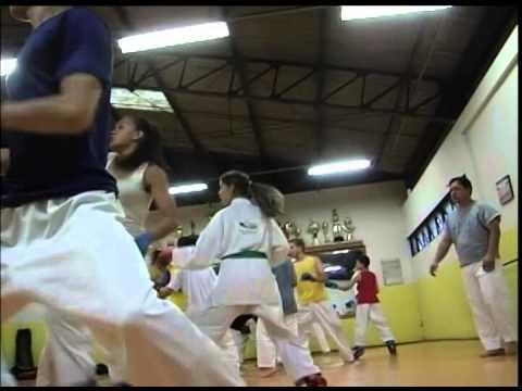 Adolescente de Uberlândia é bicampeão brasileiro de Karatê