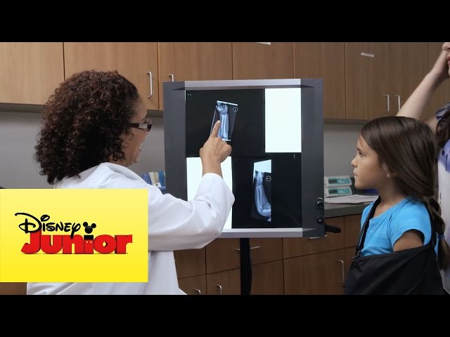 Doctora Juguetes: Escuela de Medicina entra en sesión #1