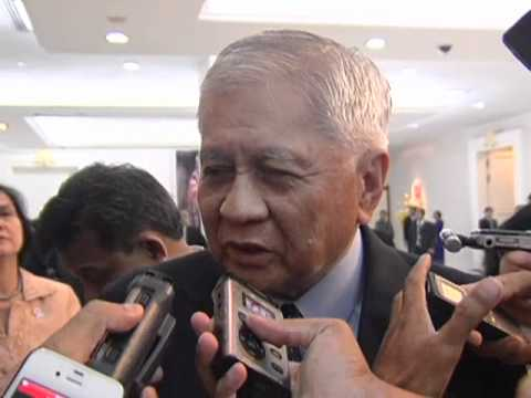 Ambush Interview with Sec. Albert Del Rosario 4/2/2012