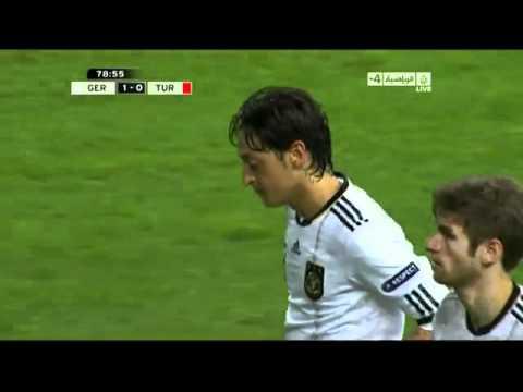 هدف اوزيل في المنتخب التركي [المانيا × تركيا3-0].flv