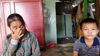 Người mẹ nghèo bật khóc khi đứa con trai mồ côi cha nhận món quà bất ngờ từ Việt kiều