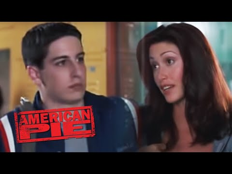 American Pie: Jim (Jason Biggs) talks to Nadia (Shannon Elizabeth)