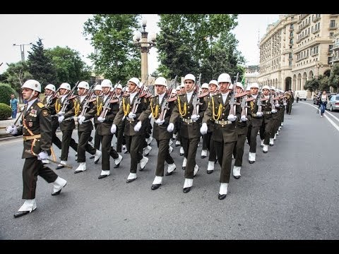 Баку: марш по случаю Дня Республики