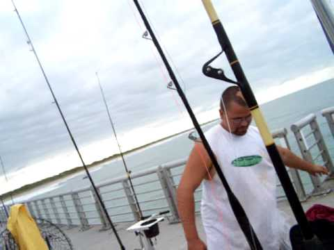 SEBASTIAN INLET SHARK FISHING WARM UP WITH FARTS!!!!!! ON JOSH