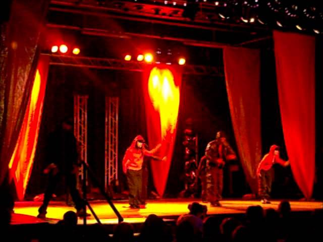 Challan Carmichael and ESSOESS Perform to Chris Brown 'Kiss Kiss' Street Dance