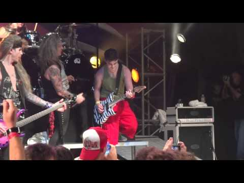 FAN PLAYS STEEL PANTHER ONSTAGE WITH THE BAND