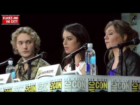 Reign Season 2 Comic Con Panel - Adelaide Kane, Toby Regbo, Megan Follows