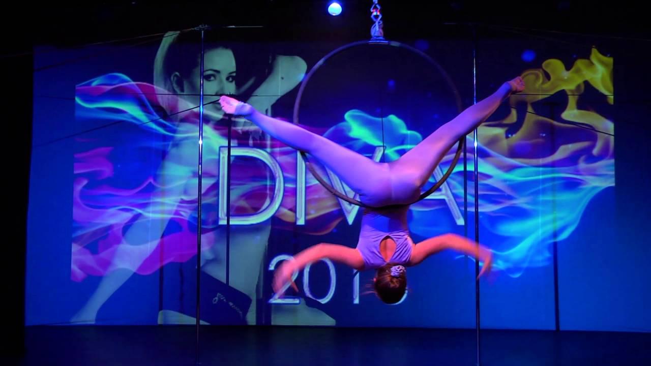 """Видео """"Зимний отчетный концерт 24.01.2016 года, Танец на воздушном кольце"""". Ученица студии - Арина."""
