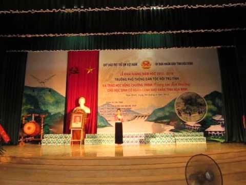 Dẫn chương trình văn nghệ chào mừng khai giảng 2013-2014. Trường PT Dân tộc nội trú tỉnh Hòa Bình.