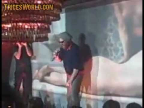Joaquin Phoenix Rap Concert At Vegas Club Tavo, Fails Miserable, Drunken Stumble Fall Off Stage Video