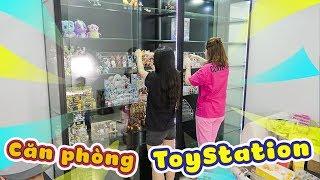 Lần đầu tham quan căn phòng đồ chơi của ToyStation.