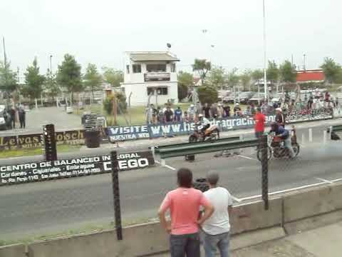 buenos aires drag racing 11-12-2010 video (12) zanella 200 cc vs zanella zb 110 cc