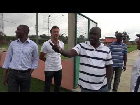 Hervé Renard visite le Centre Technique National  de Football de Bingerville