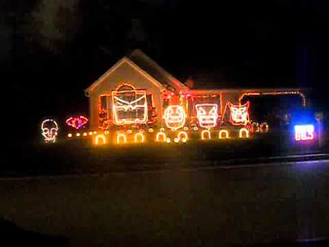 Stern Family Halloween Light Show 2011 - This Is Halloween