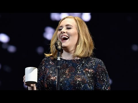 Adele Stops Concert To Slam Rumors Saying She Sent Staff On a 140-Mile Pizza Run